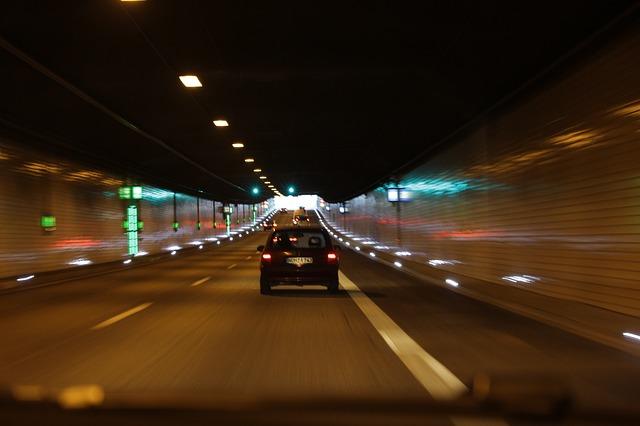 průjezd tunelem
