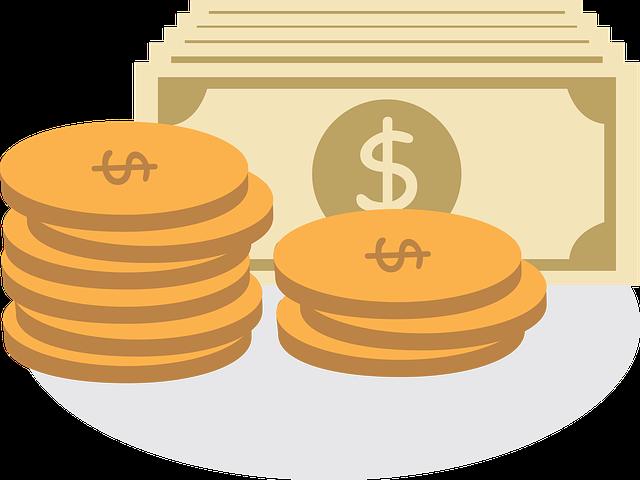 hromádka mincí a bankovek