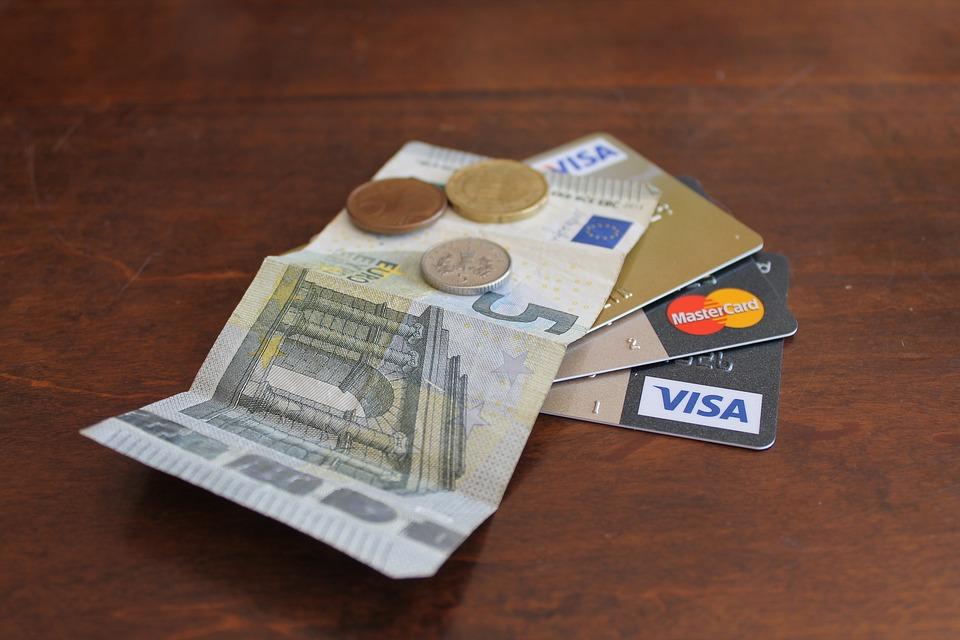 karty a peníze